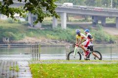 Fahrrad und Regen Stockbilder