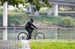 Fahrrad und Regen Lizenzfreie Stockbilder