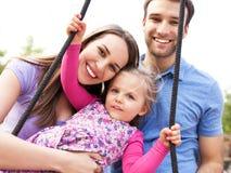 Famiglia su un'oscillazione Fotografia Stock Libera da Diritti