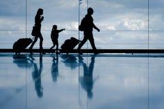 Familie bij de luchthaven Royalty-vrije Stock Afbeeldingen