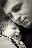 Figlio stringente a sé del bambino del padre Immagine Stock Libera da Diritti