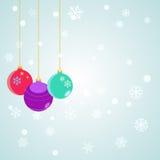 Fond de Noël avec les boules accrochantes de Noël Image libre de droits