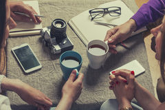 Friends for tea in the discussion of new ideas Royalty Free Stock Photos