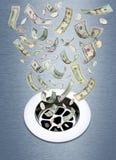 Geld onderaan het Afvoerkanaal Stock Foto's
