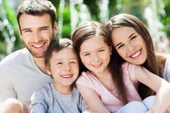 Gelukkige familie van vier Stock Afbeeldingen