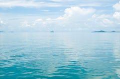 Glatte Oberfläche von Wasser Phangnga-Bucht Lizenzfreies Stockbild