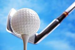 Golfbal en club Stock Fotografie