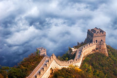 Grande muraglia del viaggio della Cina, nuvole tempestose del cielo Immagini Stock Libere da Diritti