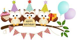 Gullig lycklig födelsedag för tre ugglor Arkivbild
