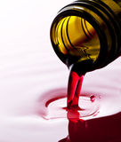 hällande wine Arkivfoton