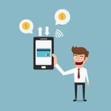 Hållande smartphone för affärsman Mobil betalningkreditkort Arkivfoto