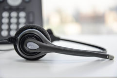 Hörlurar med mikrofon och IP-telefonen Royaltyfri Fotografi