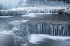 Haga sonar el paisaje con la cascada de Erawan Kanchanaburi, Tailandia Fotografía de archivo