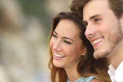 Happy couple in love looking away together Royalty Free Stock Photos