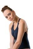 Het aantrekkelijke jonge danser stellen met haar gebogen hoofd Royalty-vrije Stock Afbeeldingen