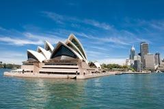 Het Huis en de manier van de Opera van Sydney aan CirkelKade Royalty-vrije Stock Foto's