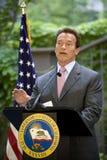 Het spreken van Arnold Schwarzenegger van de gouverneur Royalty-vrije Stock Afbeeldingen