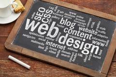 Het woordwolk van het Webontwerp op bord Stock Foto