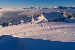 Holzhäuser im Schnee Lizenzfreies Stockbild