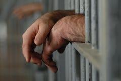 Hombre en cárcel o la prisión Foto de archivo