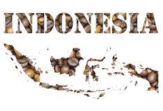 Indonesien-Wort und Landkarte formten mit Kaffeebohnehintergrund Stockbilder