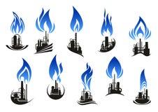 Industrielle Chemiefabriken mit blauen Flammen Stockbild