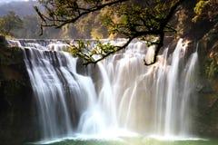 La cascada más grande de Taipei, Taiwán Imagen de archivo libre de regalías