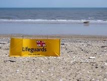 Leibwächterwindschutz auf dem Strand bei Bridlington Großbritannien Stockbilder