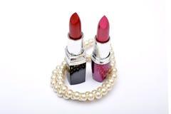 Lippenstiftschatten mit der Perle lokalisiert auf Weiß Lizenzfreies Stockfoto