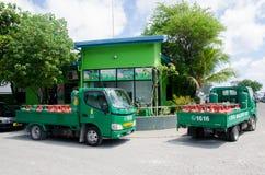 LKWs mit Gasbehältern nähern sich Tankstelle am Mann Lizenzfreies Stockfoto