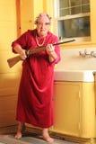 Mamie folle avec le fusil Image libre de droits
