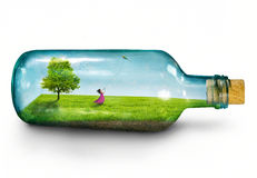 Meisje in fles Stock Fotografie