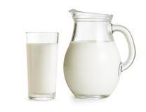 Melkkruik en glas Royalty-vrije Stock Afbeelding