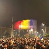 Menge, die in Bukarest protestiert Stockbild