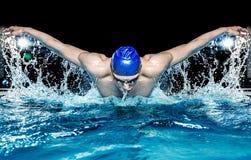Mens in zwembad Royalty-vrije Stock Foto