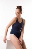 Mooie danser in blauwe bodysuit Sluit omhoog Royalty-vrije Stock Foto