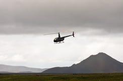 MORDALUR, ISLAND - 31. AUGUST 2015: Hubschrauber für medizinische Hilfe an Fern-Mordalur-Bauernhof Stockfotografie
