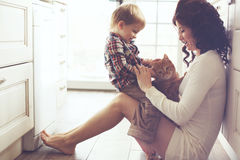 Mother and child playing with cat Royalty Free Stock Photos