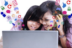 Mother showing e-mail on laptop to daughter Royalty Free Stock Image
