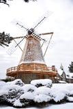 Mulino a vento in una bufera di neve Immagini Stock