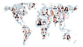 Multiethnische Geschäftsleute auf Weltkarte Lizenzfreies Stockbild