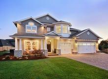 Nuevo exterior hermoso del hogar Fotografía de archivo libre de regalías