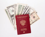 O passaporte do russo encontra-se em uma pilha das notas (os dólares) Imagem de Stock Royalty Free
