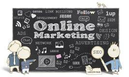 Online-Marketing mit Geschäftsleuten Lizenzfreie Stockbilder