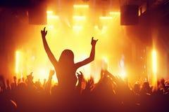 Overleg, discopartij Mensen die pret in nachtclub hebben Royalty-vrije Stock Foto's