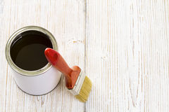 Paint brush and varnish can, paintbrush and wooden lacquer Royalty Free Stock Photos