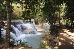 Pequeña cascada en la selva de Laos Imagen de archivo libre de regalías