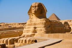 Piramide piena Giza Egitto di profilo dello Sphinx Immagini Stock