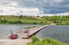 Pontonbrücke über dem Oka nahe altem Ryazan Lizenzfreies Stockfoto