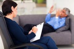 Psychologue avec le patient Photos libres de droits
